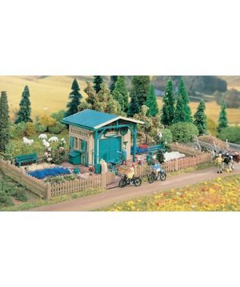 VOLLMER H0 3643 – Fabbricato con giardino in kit