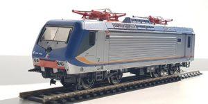 VITRAINS H0 2239 – Locomotiva E.464.460 Livrea Regionale DTR con display alto – FS Ep VI